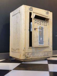 Boîte aux lettres La Poste 1954 avec sa clé