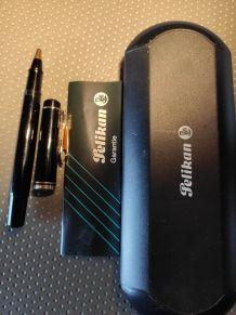 stylo pelikan Souveran noir et plaqué or en tbe