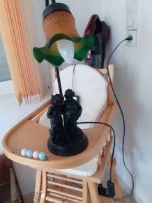 Belle lampe tulipe-avec personnages en résine  H10cm + chiot