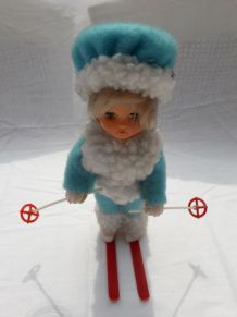 Ancienne poupée skieuse / Collection