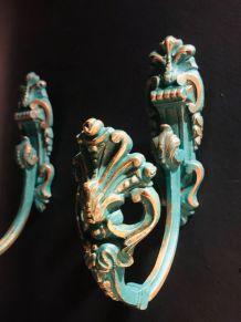 Lot de 2 embrases/patères en bronze, patinées