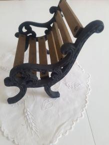 Petit banc decoratif en bois et fer forgé