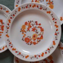 Lot 4 assiettes arcopal fleurs orange et jaune