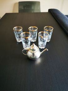 Service de 5 verres à thé + 1 petite théière