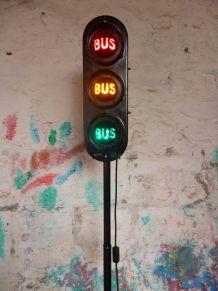 LAMPADAIRE FEU TRICOLORE COULOIR DE BUS