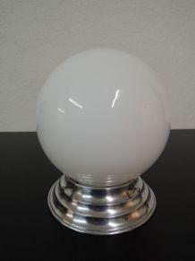 Plafonnier globe en opaline