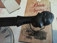 coupe papier Africain en bois sculpté