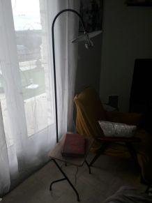 Lampe de lecture annee 60 restauree avec plateau en noyer