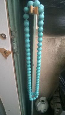 Sautoir  en perle de turquoise reconstituée