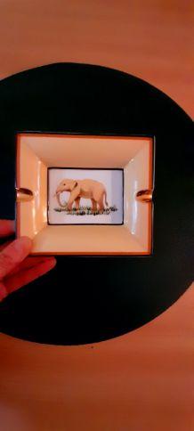 Joli cendrier  porcelaine motif éléphant