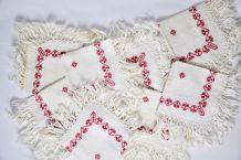 12 serviettes brodées frangées