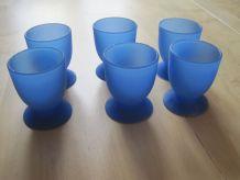 6  coquetiers  vintage plastique bleu .Objets de cuisine .Ar