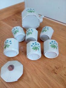 Service à thé en grès émaillé à décor de fleurs bleues