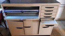 Meuble métallique de dentiste pour rangement des outils: 3 p