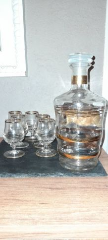 Carafe et verres liqueur traits dorés
