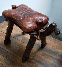 Chameau égyptien années 50 en bois sculpté et cuir