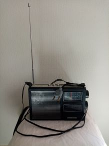 Radio année 80  dans sa housse en skaï