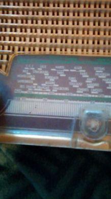 petite radio vintage