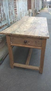Table de ferme en noyer époque fin XVIII