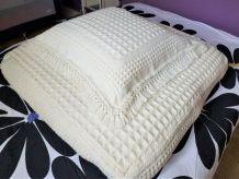 Ancien édredon de lit, taie d'oreiller et housse d'édredon.
