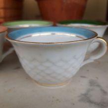 Tasses porcelaine +s.tasses bords couleur et or