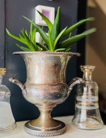 Vase Médicis avec anses en métal argenté - Circa 50