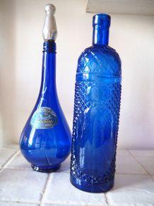 Lot de deux bouteilles en verre bleues italiennes Empoli