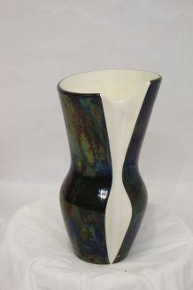 Vase Verceram en céramique émaillée nacrée et irisée.