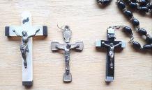 Chapelet de prière et 2 croix