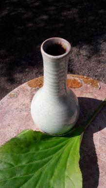 Vase céramique vert nacré vintage signé