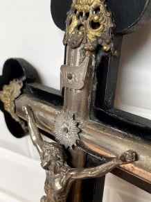 Crucifix bois et métal