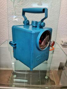 Lampe industrielle SNCF à led bleu turquoise.