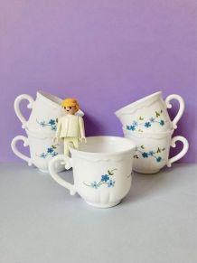tasses à thé veronica avec myosotis bleues en verre blanc