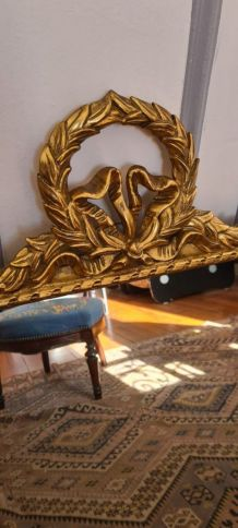 Miroir à fronton en bois doré Louis XVI