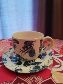 Tasse à thé et soucoupe porcelaine