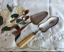 2 anciennes pelles à gâteaux ivoire/ivoirine, & mét.argenté