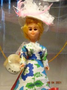 Ancienne poupée folklorique Paris années 60