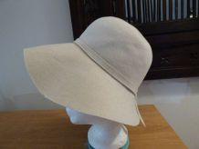 Chapeau année  70 en feutre ivoire