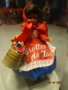 Petite poupée de collection Grottes de Han ancienne année 60