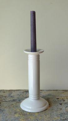 Bougeoir en porcelaine blanche