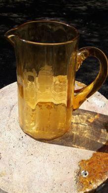 Carafe broc verre transparent jaune  gravée vintage