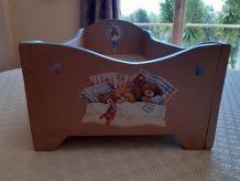 Ancien lit pour poupée en bois