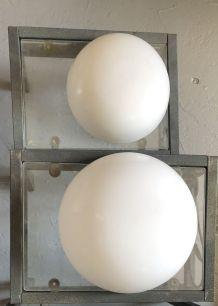 Applique demi sphère opaline année 60