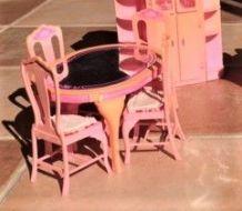 Table à manger Barbie Mattel vintage