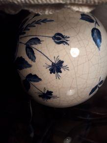 lampe porcelaine peint a la main  ,vernis et  craqueler  ,ab