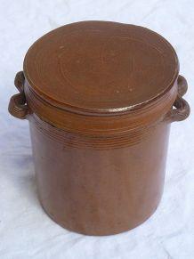 pot en grès ancien avec couvercle
