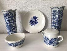 Ensemble vases, coupe, assiette porcelaine et faîence