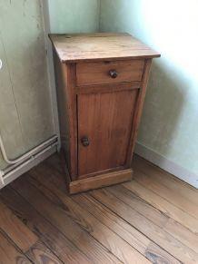 Table de chevet ancienne en pitchpin