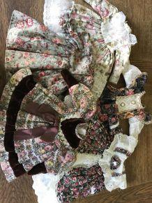 Lot de 5 robes de poupées vintage