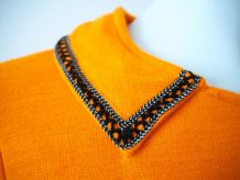 Robe babydoll orange plissée col Claudine bijoux strass 60's